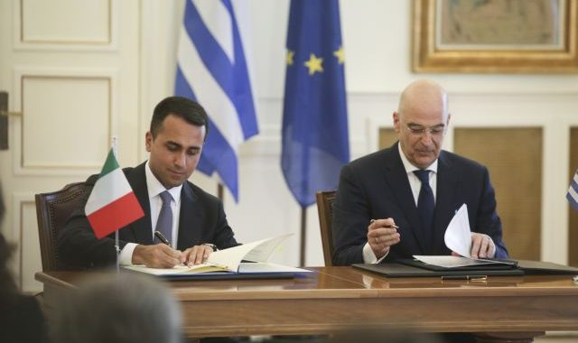 Signing of the agreement for the delimitation of the Exclusive Economic Zone (EEZ) between Greece and Italyt after the meeting between the Minister of Foreign Affairs of Greece Nikos Dendias and Minister of Foreign Affairs of Italy, Luigi Di Maio, in Athens, on June 9, 2020 / Η υπογραφή της συμφωνίας για τον καθορισμό ΑΟΖ Ελλάδας - Ιταλίας μετά τη συνάντηση του Υπουργού Εξωτερικών Νίκου Δένδια με τον Υπουργό Εξωτερικών της Ιταλίας, Luigi Di Maio, στην Αθήνα, στις 9 Ιουνίου, 2020