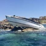 Σκάφος Αιγύπτιου μεγιστάνα που κάνει διακοπές στη Μύκονο, «καρφώθηκε» σε βράχια..