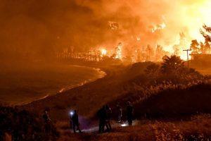 Φωτιά στο Σχίνο: Δεύτερη νύχτα πύρινης κόλασης – Εκκενώνονται και άλλοι οικισμοί – Δύσκολες ώρες για τα Μέγαρα - ΕΛΛΑΔΑ